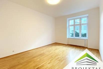 Top gepflegte 4 Zimmer Altbauwohnung mit Küche und Balkon - ab sofort verfügbar!