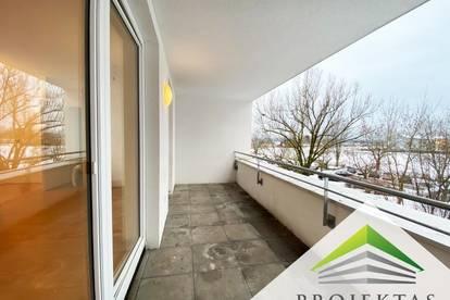 Helle 3 Zimmerwohnung mit großer Loggia und Parkplatz in Ruhelage!
