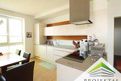 Sehr helle und gepflegte 3 Zimmer DG-Wohnung mit Balkon!