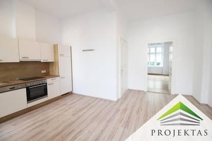 Großzügige 4 Zimmer Altbauwohnung mit Küche und Balkon - ab sofort verfügbar!
