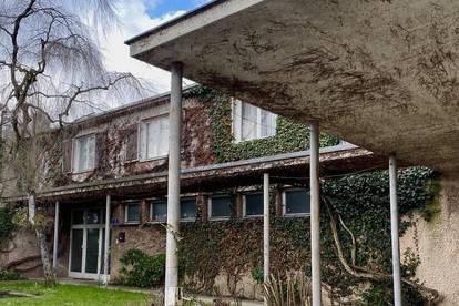 TOPLAGE: Architektenvilla im Dornröschenschlaf