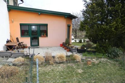 Schöne Gartenwohnung mit Terrasse