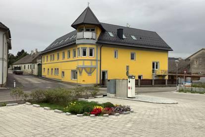 ERSTBEZUG: familienfreundliche Wohnungen mit jeweils 3 Schlafzimmern und eigenem PKW-Stellplatz