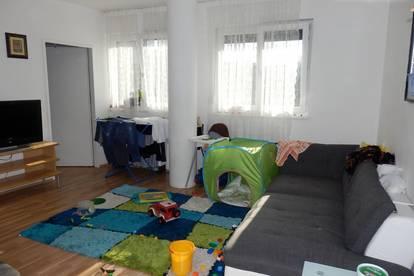 Sonnige 2 Zimmer Eck-Wohnung, Neubau