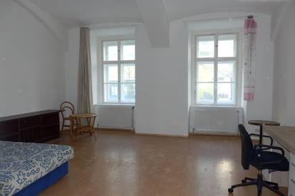 Loftartige 1 Zimmer Altbauwohnung - teilmöbliert