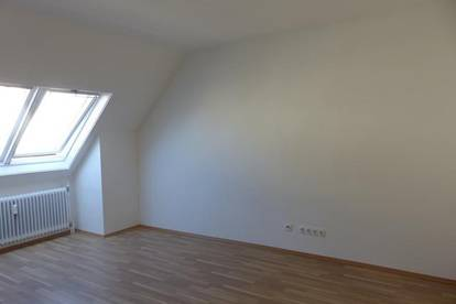 Unbefristet: entzückende Dachgeschoss-Garconniere in zentrumsnaher Lage - ObjNr. 5304G27
