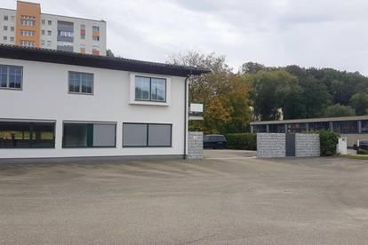 Neue Büroräumlichkeiten direkt am B 1 plus 650 m² Freifläche