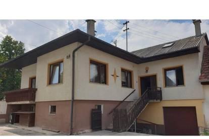 Grosses Wohnhaus mit Scheune - Vielseitig verwendbar