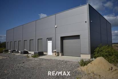 Halle für Lager oder Produktion und Freiflächen