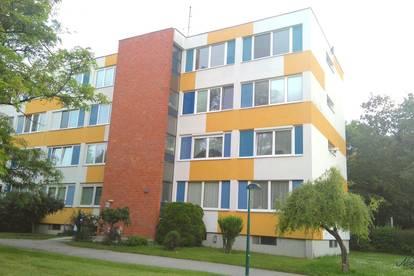 Schöne 3 Zimmer Wohnung mit Loggia und Blick ins Grüne!