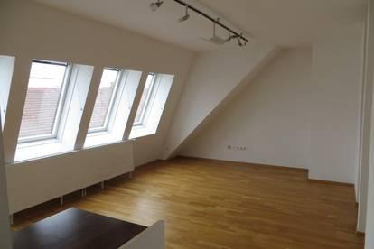 2 Zimmer + Kabinett im DG mit LOGGIA inkl. HZ u. WW