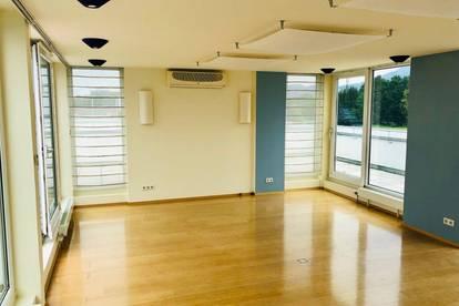 Sonnige Bürofläche/Praxis mit großer Terrasse! START UP geeignet!