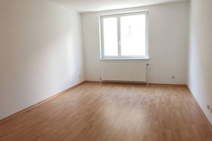 2 Zimmer mit separater Küche nahe Hannovermarkt / Wallensteinplatz ab sofort!