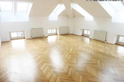 Großzügige DG-Wohnung in schöner Lage - Grenze 1.Bezirk!!