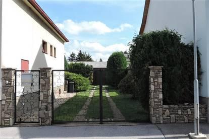 Bungalow in Ruhelage mit sonnigem Garten und großem Nebengebäude