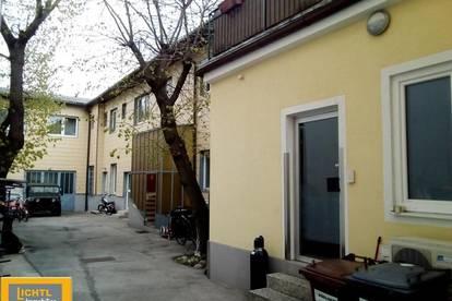 Mehrfamilienhaus mit 3 Wohnungen, großem Grund, Gewerbebereich und Einfahrt