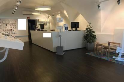 JETZT MIT 360 GRAD TOUR DURCH DAS GESCHÄFTSLOKAL!! Hauptplatz - Attraktive Geschäftseinheit mit Büro zu vermieten