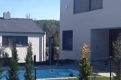 Rarität: Top-Haus in ruhiger Wohnlage mit Garten, Carport und Pool