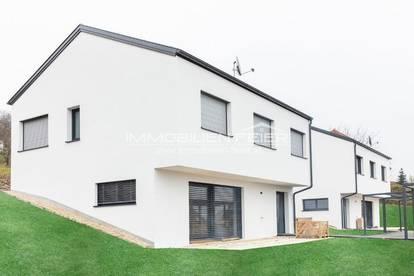 Hochwertiger Neubau mit moderner Küche, Carport und Grünanlage!