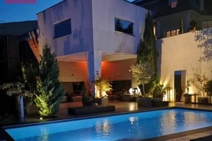 Spektakuläre Designervilla mit Pool in traumhafter Aussichtslage