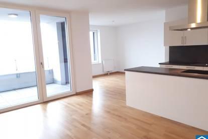 Wunderschöne3 Zimmerwohnung mit Loggia in zentraler Lage