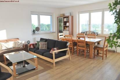 Renovierte Haushälfte - horizontal geteilt im Zweifamilienhaus