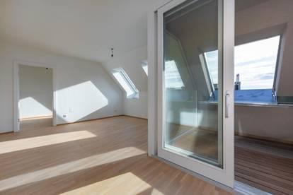 Erstbezug - neuausgebaute Dachgeschoßwohnung mit Loggia