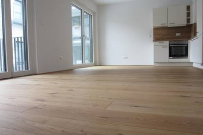 ERSTBEZUG - 2 Zimmer mit großem Balkon - Stellplatz verfügbar