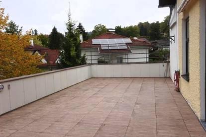 TOP LAGE! Großzügige Terrassenwohnung nähe Toscanapark*5 Zimmer Mietwohnung*inklusive Carport*