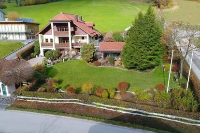 Exclusives Einfamilienhaus am Attersee mit Almhütte und Indoorpool
