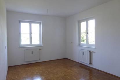 HELLE UND RUHIGE 2-Zimmer-Wohnung am Stadtrand mit guter Anbindung an die A9