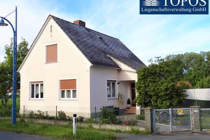 Gepflegtes Einfamilienhaus mit zusätzlichem Rohbau und riesigem Pool in sonniger und ebener Lage ...!