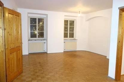 Geräumige, generalsanierte  3-Zimmer-Wohnung in zentraler Lage