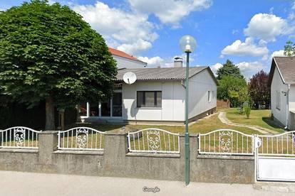 Ruhelage: Haus mit Traumgarten & Fernblick