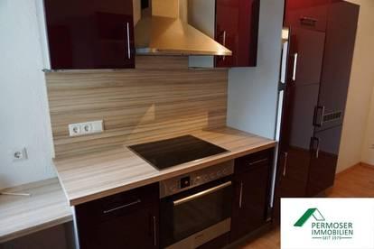 schöne, komplett neu renovierte Wohnung mit möblierter Küche und Balkon