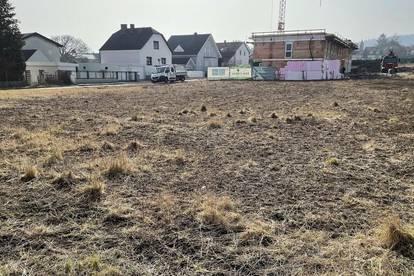 aufgeschlossener Baugrund mit ca. 48 Meter Straßenfront und zweiter Zufahrt - KEIN BAUZWANG