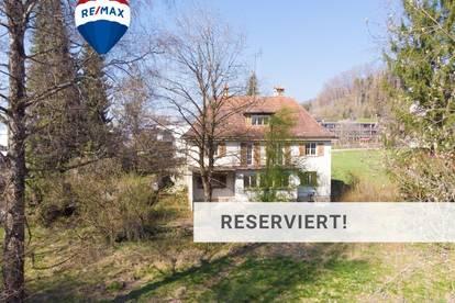 Grundstück mit Altbestand - Villa