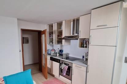 Gepflegte, zentral gelegene 3-Zimmer-Wohnung in der Billrothstraße mit eigenem Parkplatz