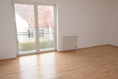 Neu renovierte 3 Zimmer Wohnung mit BALKON - PROVISIONSFREI