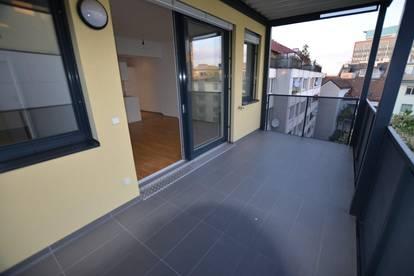 Exklusive helle 2 Zimmer Wohnung mit großer Terrasse -- Zentrumnähe