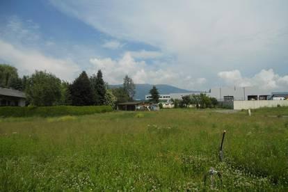 843 m² großes, ebenes  Grundstück in sonniger und stadtnaher Lage