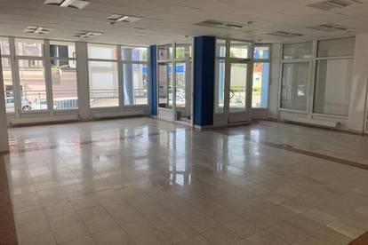 Büro/Ordination/Geschäftslokal in Ärztehaus in Toplage mit Parkplätzen
