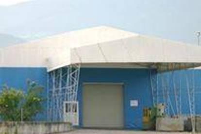 Lagerhalle ca. 6 m hoch  mit Regalen