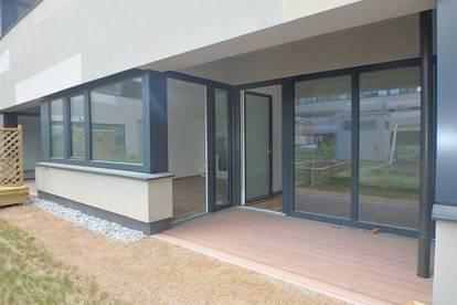 Neue 2-Zimmer Wohnung mit eigenem Gartenanteil, Loggia und Garagenplatz