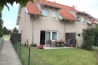 Doppelhaushälfte mit Terrasse, Garten und überdachtem Parkplatz zu vermieten