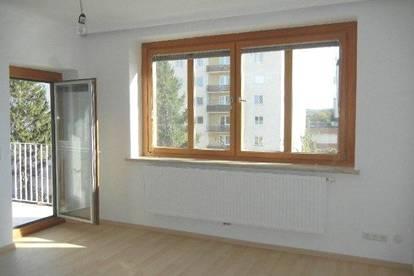 Sehr gut eingeteilte 3- Zimmer Wohnung mit hofseitiger Loggia und Parkmöglichkeit in Krems-Zentrum