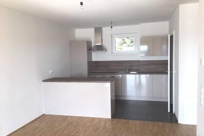 Neuwertige Wohnung mit großem Balkon - provisionsfrei für den Mieter