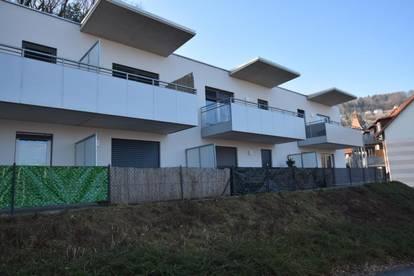 Sehr schöne 1-Zimmer-Wohnung mit Terrasse, Garagenplatz und großer Dachterrasse