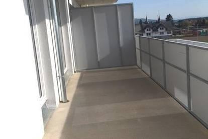 Provisionsfrei - neuwertige Wohnung mit großem Balkon