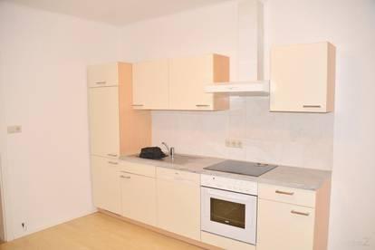 Wohnung mit 3 Zimmer, 2 davon einzeln begehbare Zimmer, ca. 95 m², Terrasse 8 m² und Garten, ruhige Lage, nahe Eggersdorf